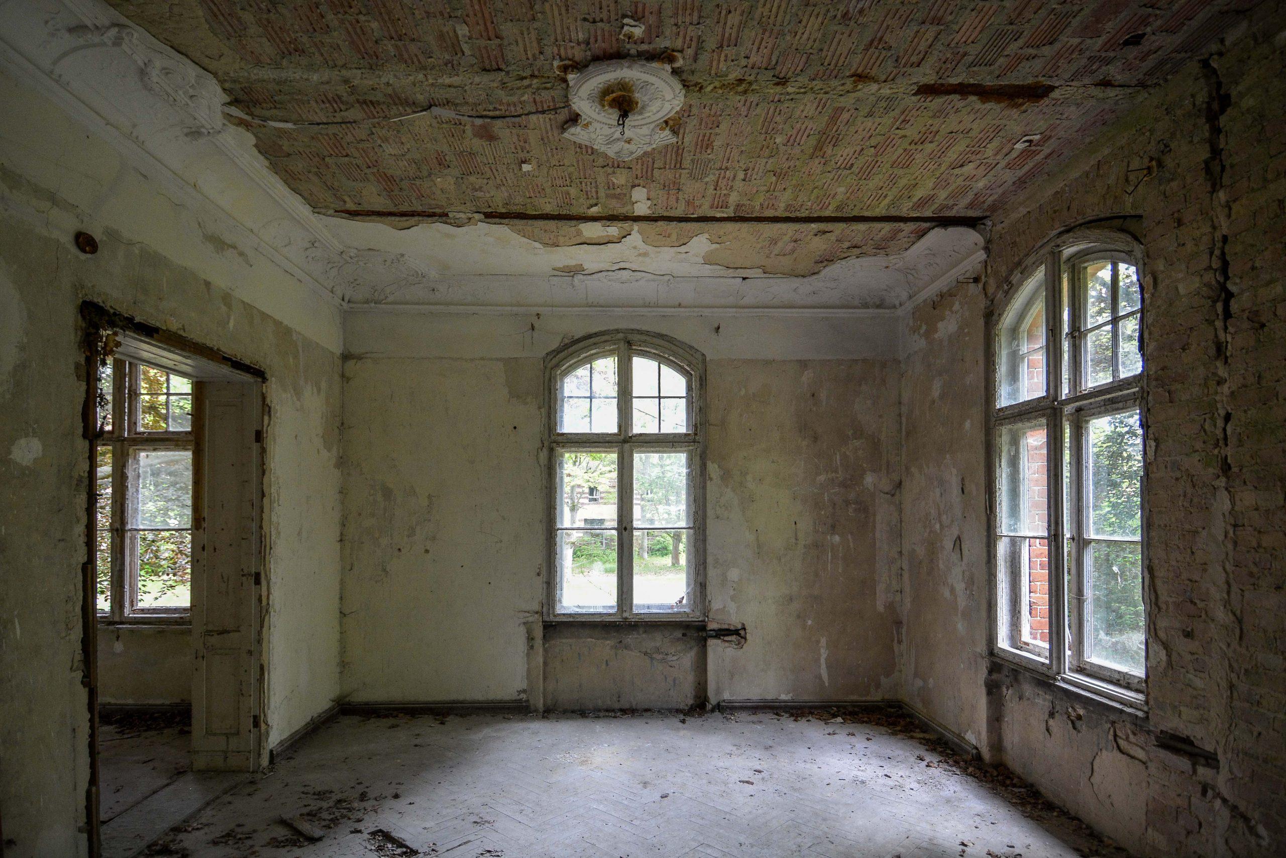 villa dining room tuberkulose heilstaette grabowsee sanatorium hospital oranienburg lost places abandoned urbex brandenburg germany deutschland