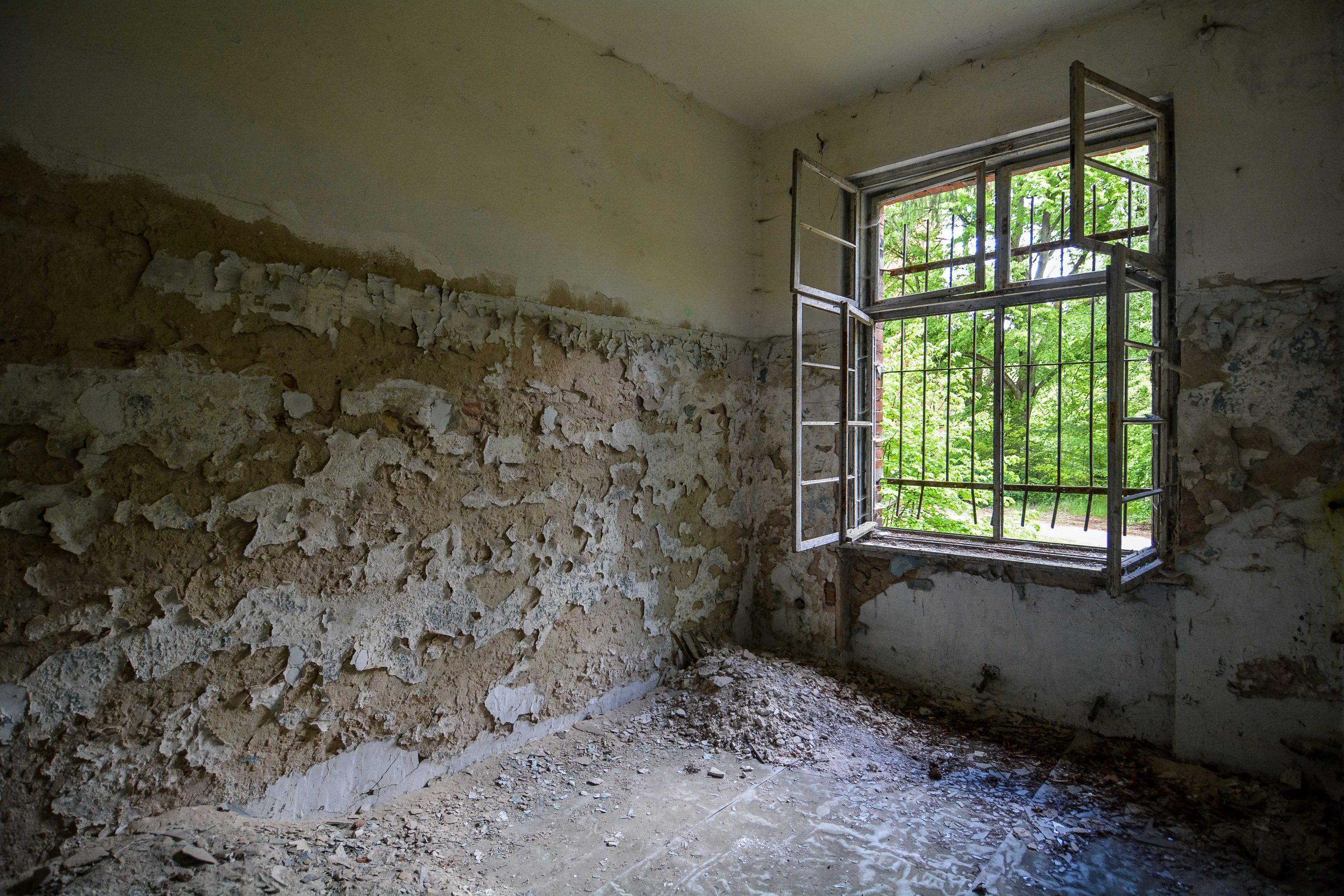 window bars tuberkulose heilstaette grabowsee sanatorium oranienburg lost places abandoned urbex brandenburg germany deutschland