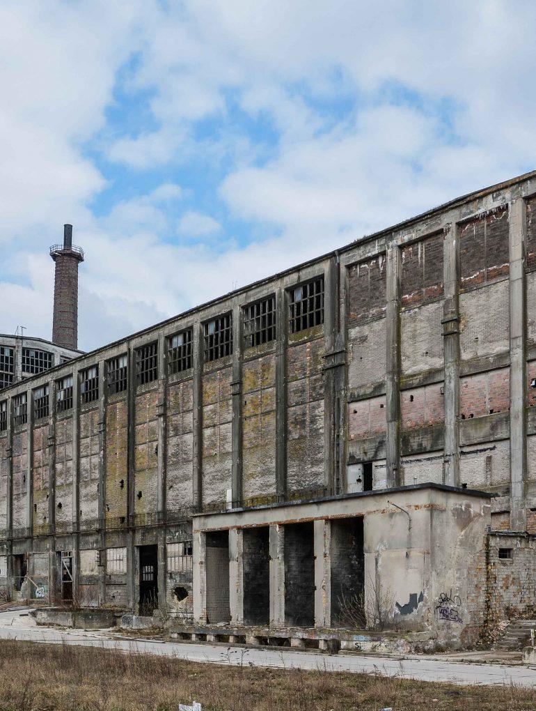 back view large factory hall ruedersdorf chemical factory rudersdorf abandoned urbex urban exploring berlin lost places