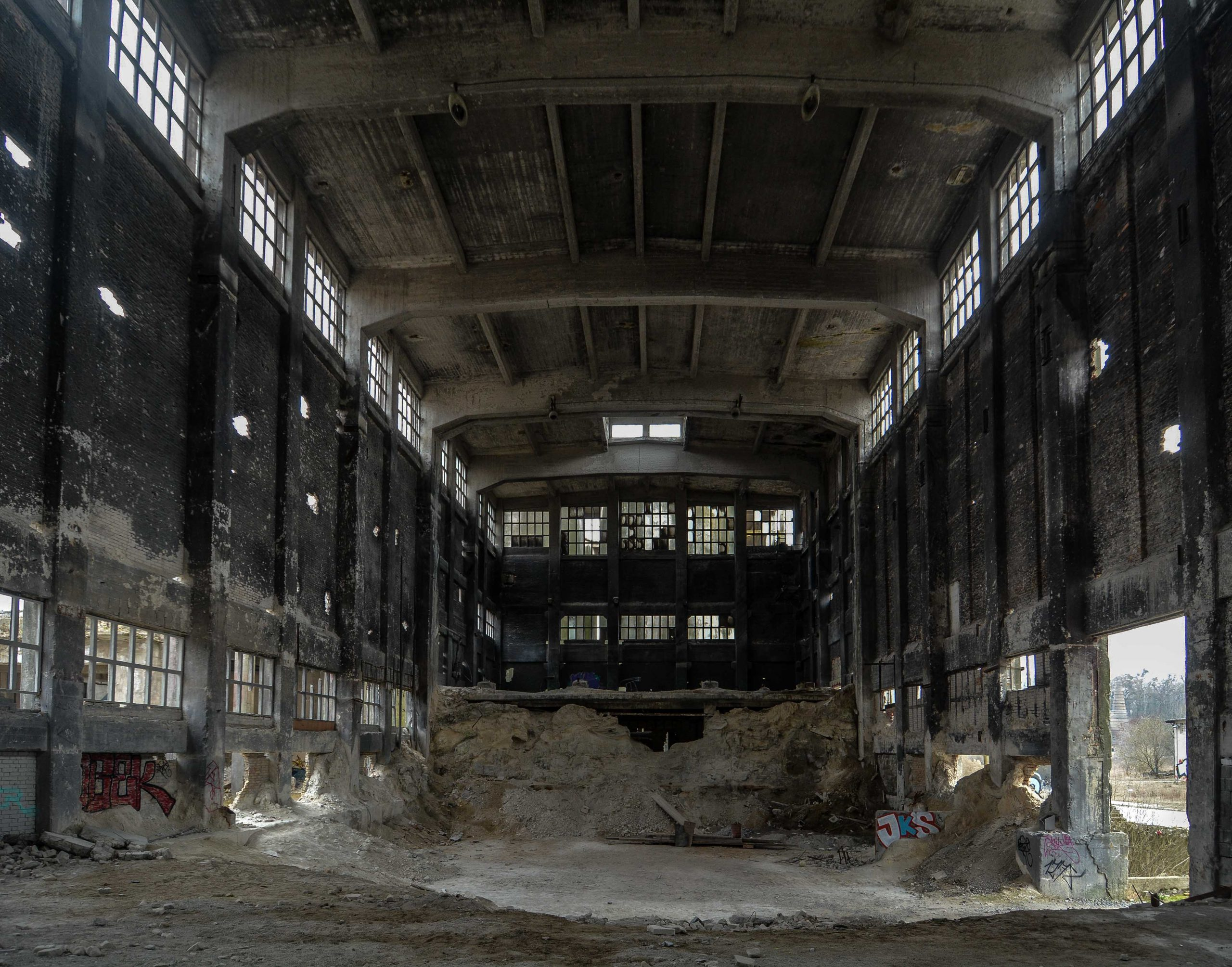 large factory hall back view hemiewerk ruedersdorf chemical factory rudersdorf abandoned urbex urban exploring berlin lost places