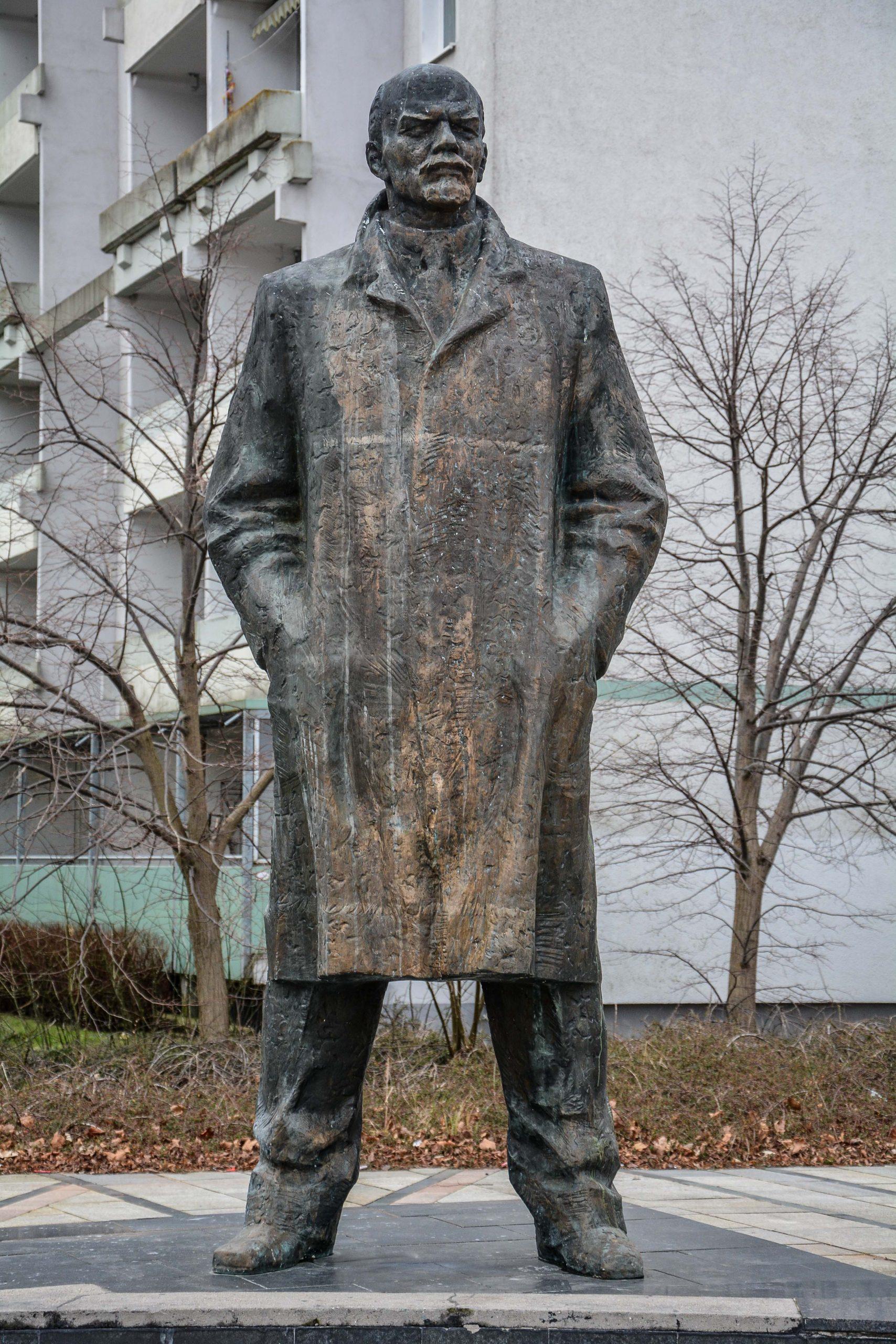lenin memorial denkmal statue vorder ansicht schwerin mecklenburg vorpommern germany deutschland