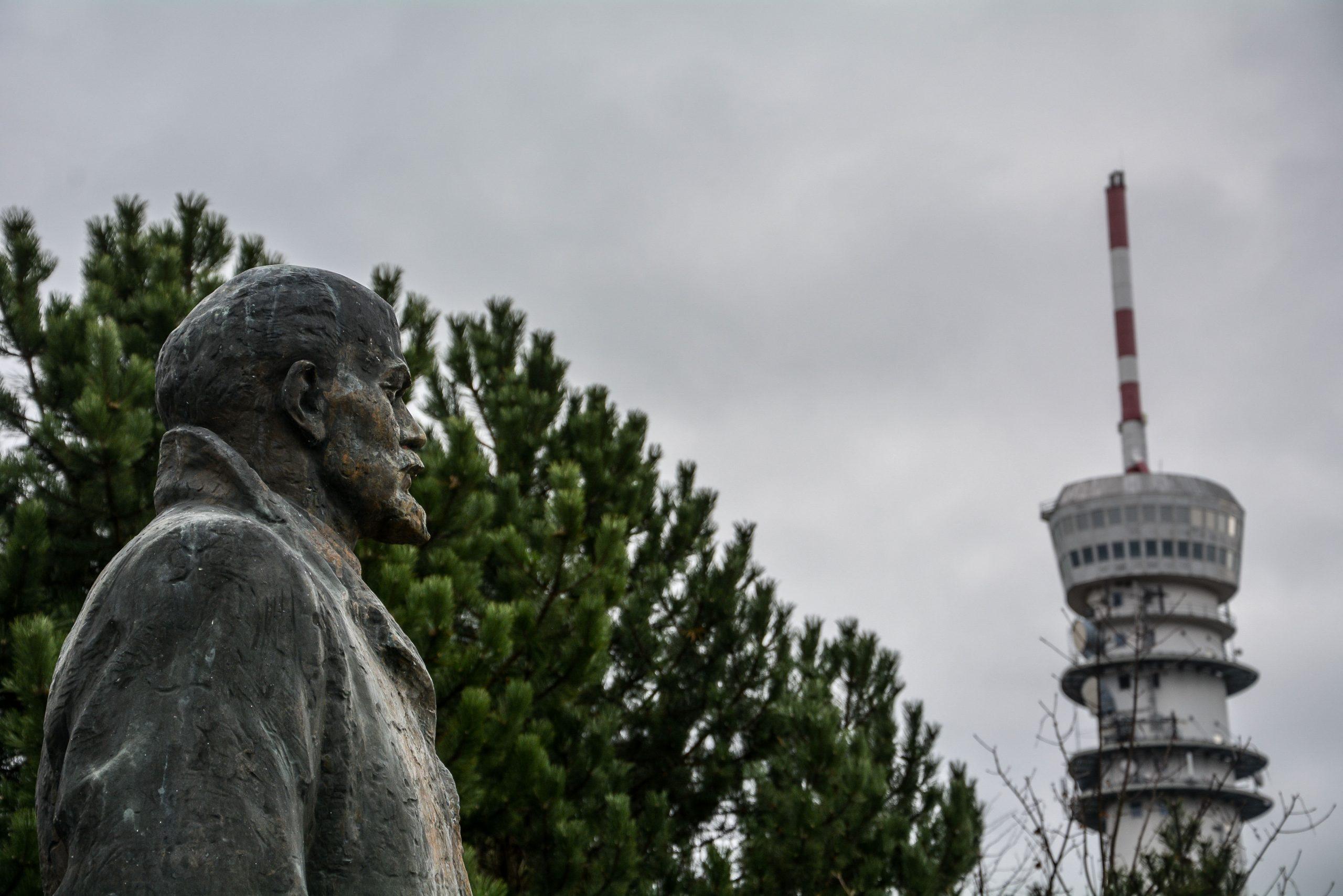 lenin statue fernsehturm schwerin mecklenburg vorpommern germany deutschland