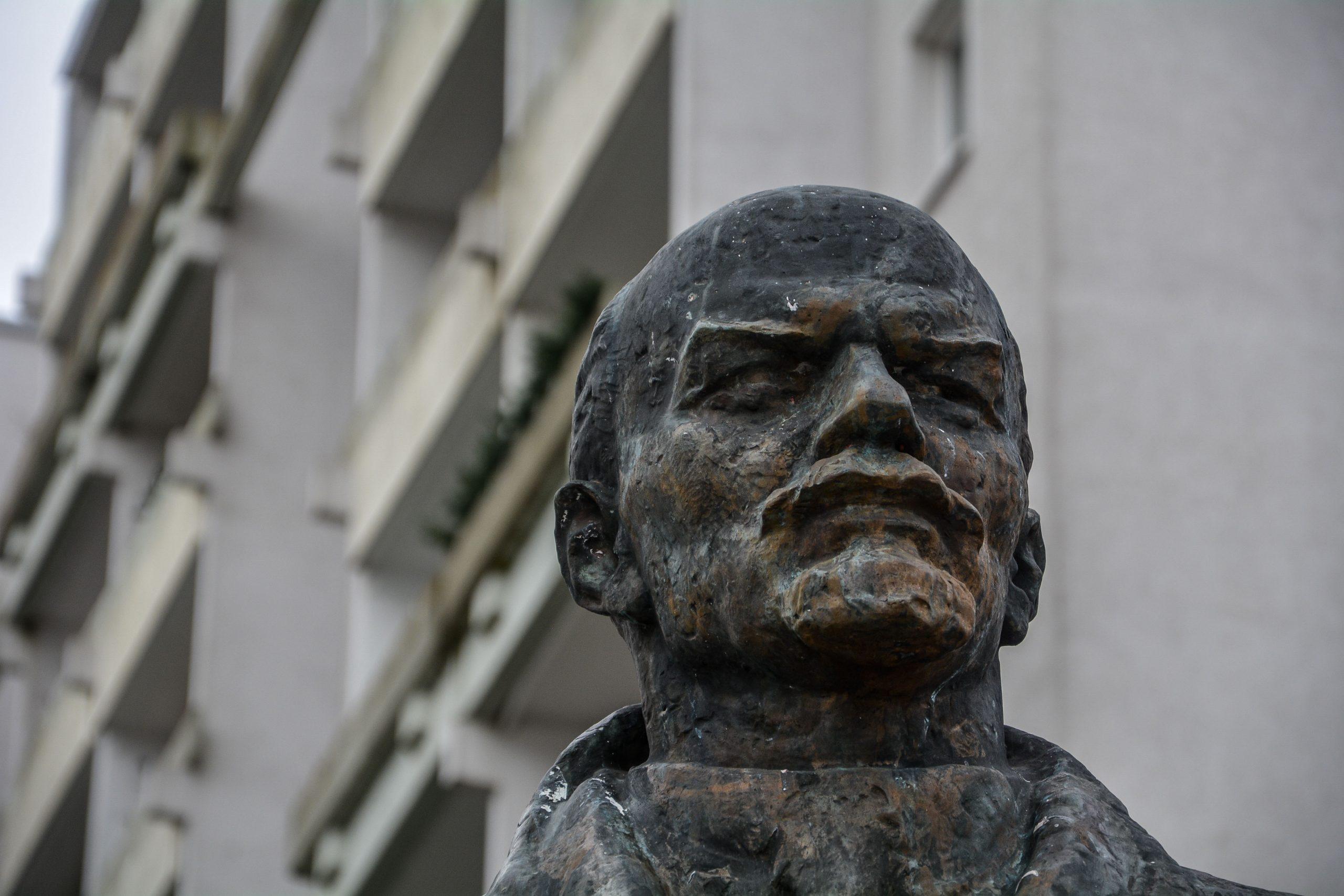 lenin statue profile profil schwerin mecklenburg vorpommern germany deutschland