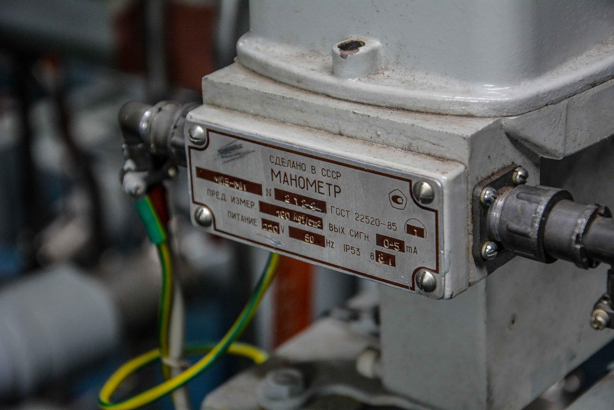 pressure gauge druck anzeiger kernkraftwerk greifswald nuclear powerplant ost deutschland east germany gdr DDR mecklenburg vorpommern