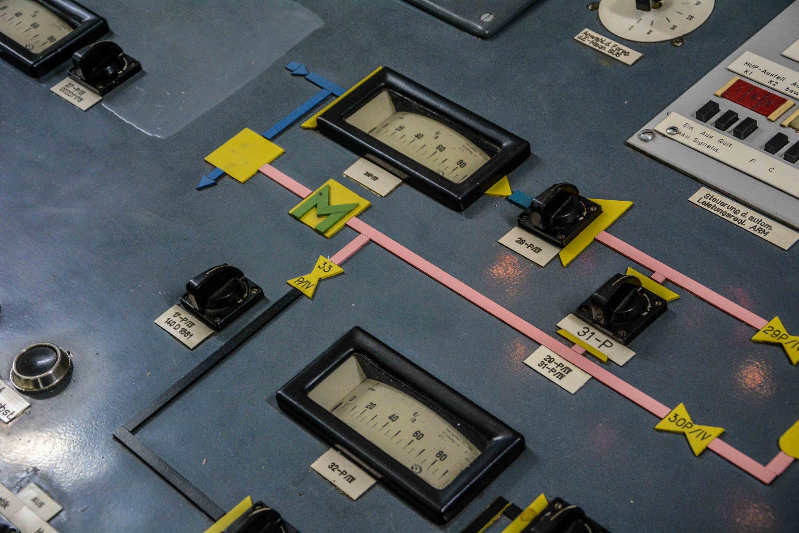 pumpen schalter anzeige nuclear reactor core innen ansicht nuklear reaktor kernkraftwerk greifswald nuclear powerplant ost deutschland east germany gdr DDR mecklenburg vorpommern
