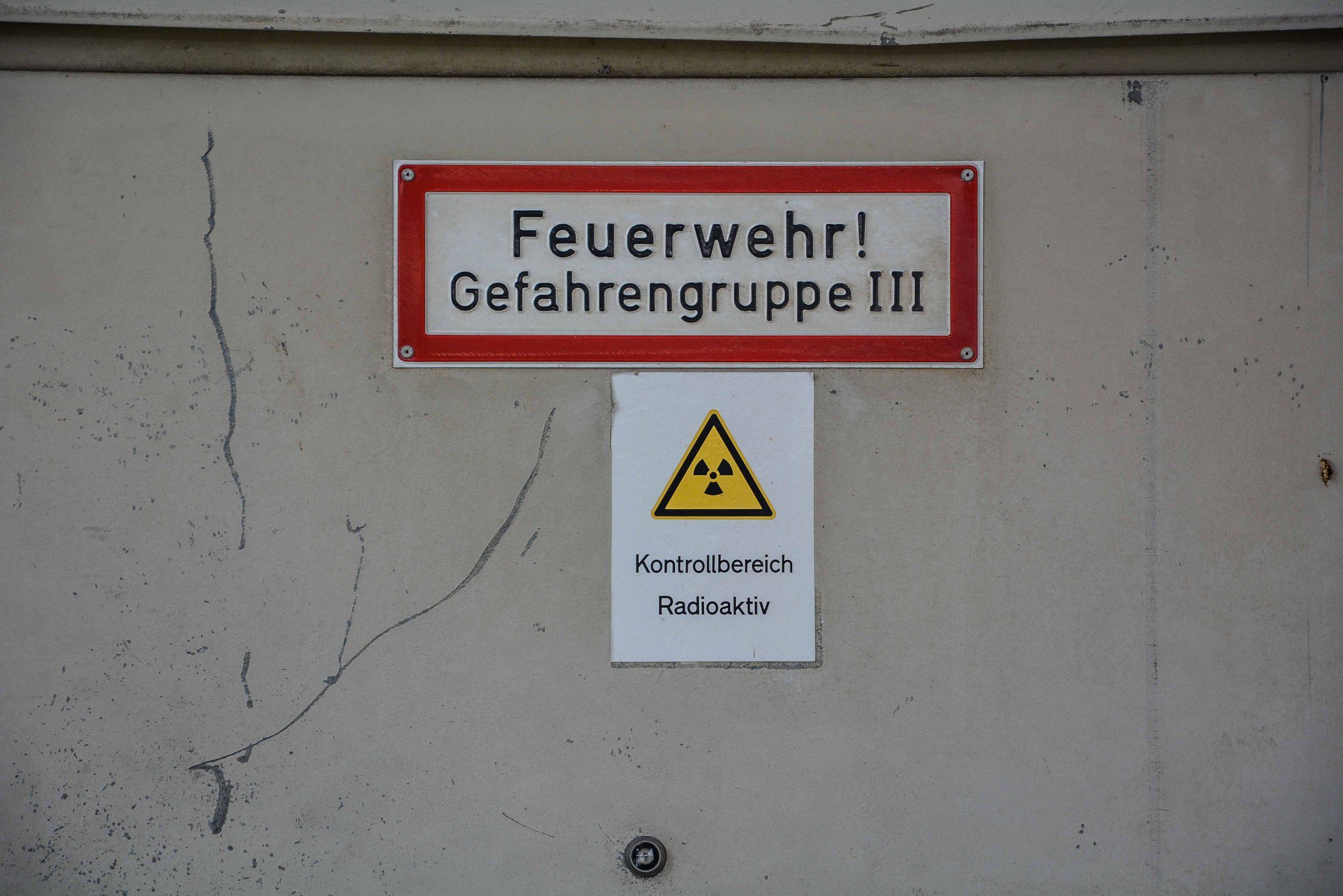 radioaktiv zeichen kernkraftwerk greifswald nuclear powerplant ost deutschland east germany gdr DDR mecklenburg vorpommern