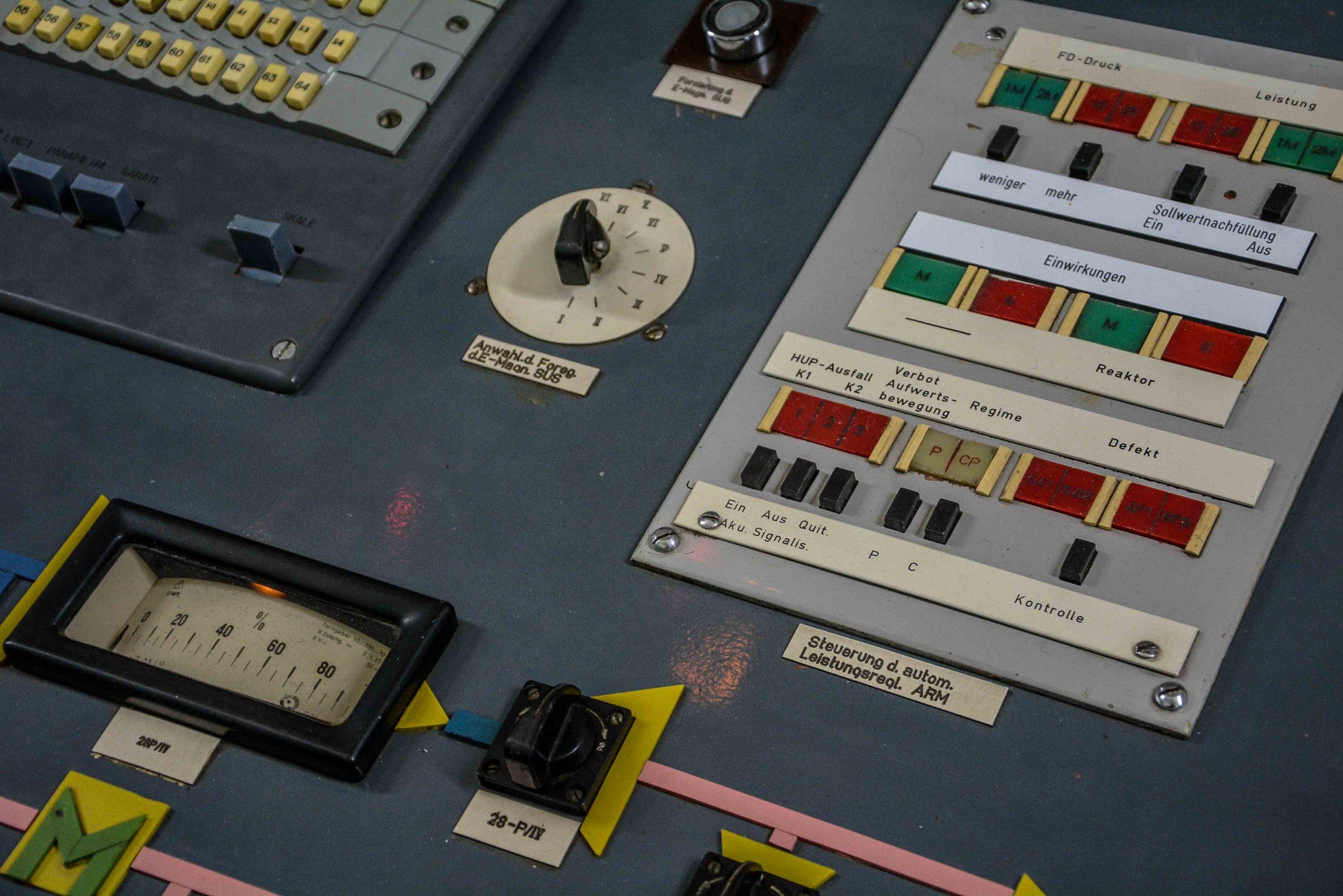reaktor pult knoepfe kernkraftwerk greifswald nuclear powerplant ost deutschland east germany gdr DDR mecklenburg vorpommern