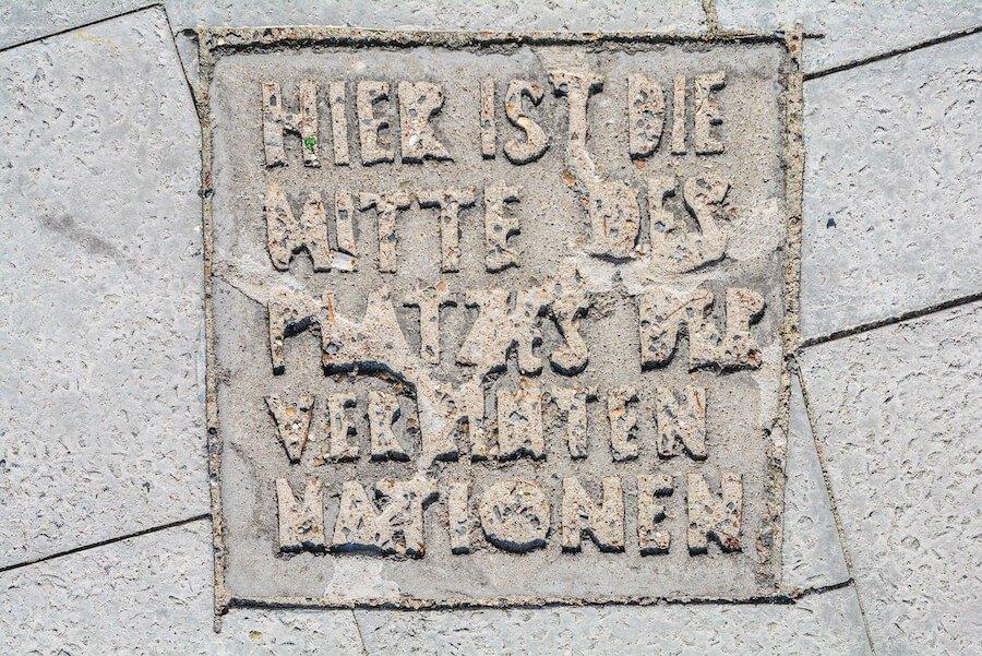 mitte des platzes der vereinten nationen berlin