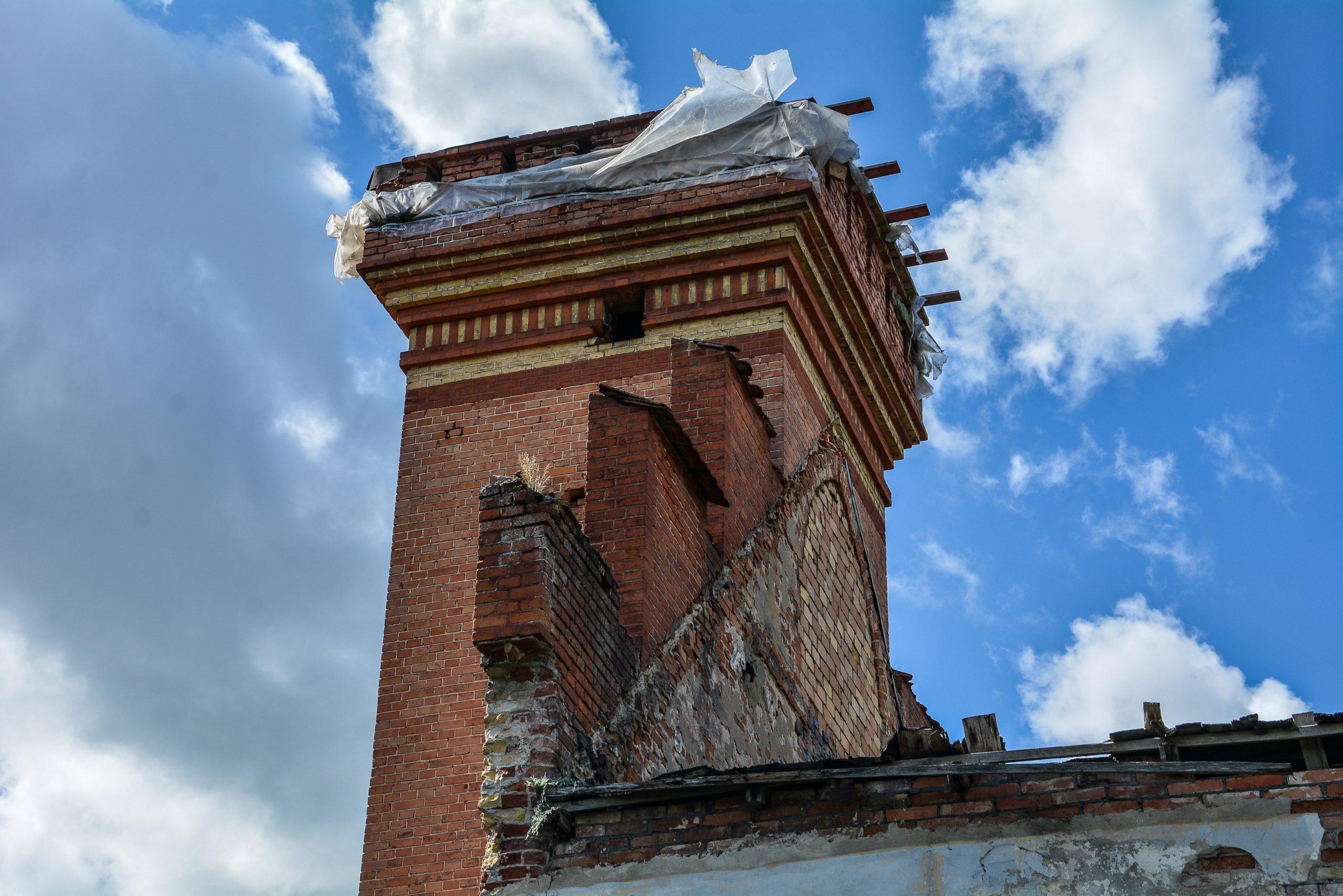 dachgiebel kornspeicher architektur historischer orientalismus herrenhaus gentzrode lost places brandenburg neuruppin gut gentzrode ost deutschland urbex abandoned