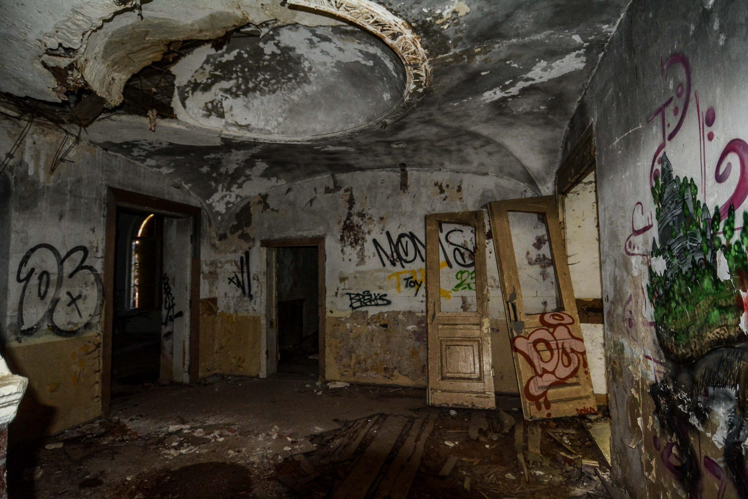 eingang innen architektur historischer orientalismus herrenhaus gentzrode lost places brandenburg neuruppin gut gentzrode ost deutschland urbex abandoned