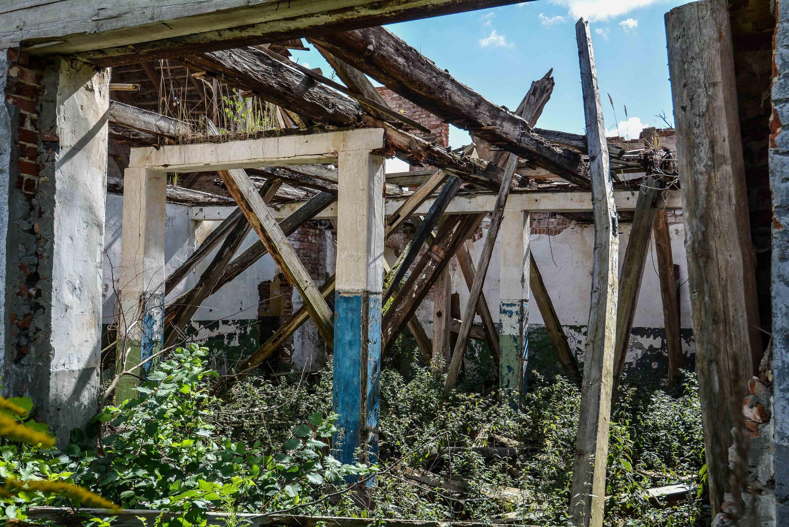 feuer ruine pferdestall architektur historischer orientalismus herrenhaus gentzrode lost places brandenburg neuruppin gut gentzrode ost deutschland urbex abandoned