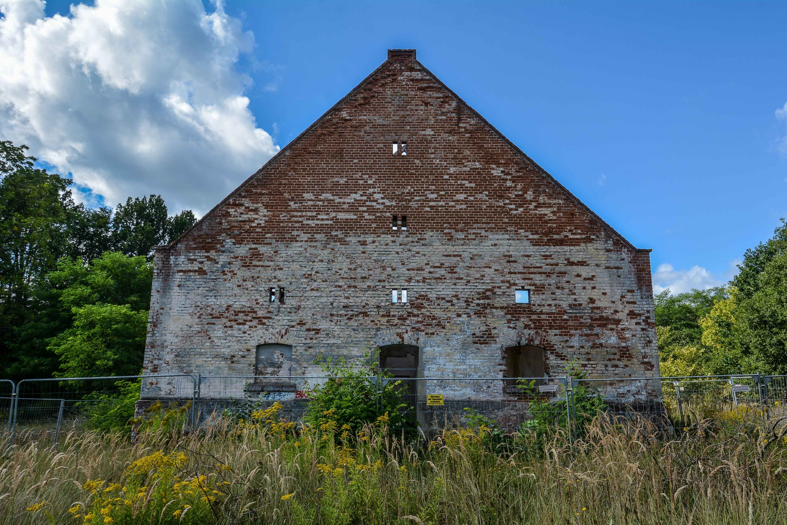 front stable pferdestall architektur historischer orientalismus herrenhaus gentzrode lost places brandenburg neuruppin gut gentzrode ost deutschland urbex abandoned