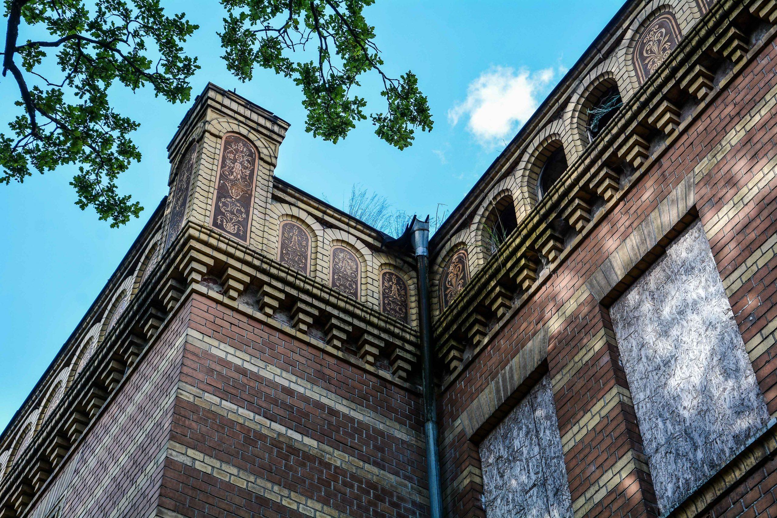 giebel dach muster architektur historischer orientalismus herrenhaus gentzrode lost places brandenburg neuruppin gut gentzrode ost deutschland urbex abandoned