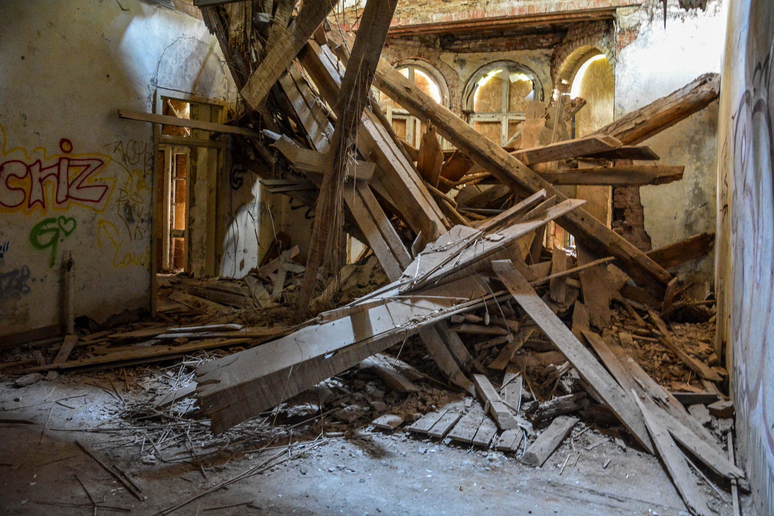 herrenhaus gentzrode dach eingestuerzt lost places brandenburg neuruppin gut gentzrode ost deutschland urbex abandoned