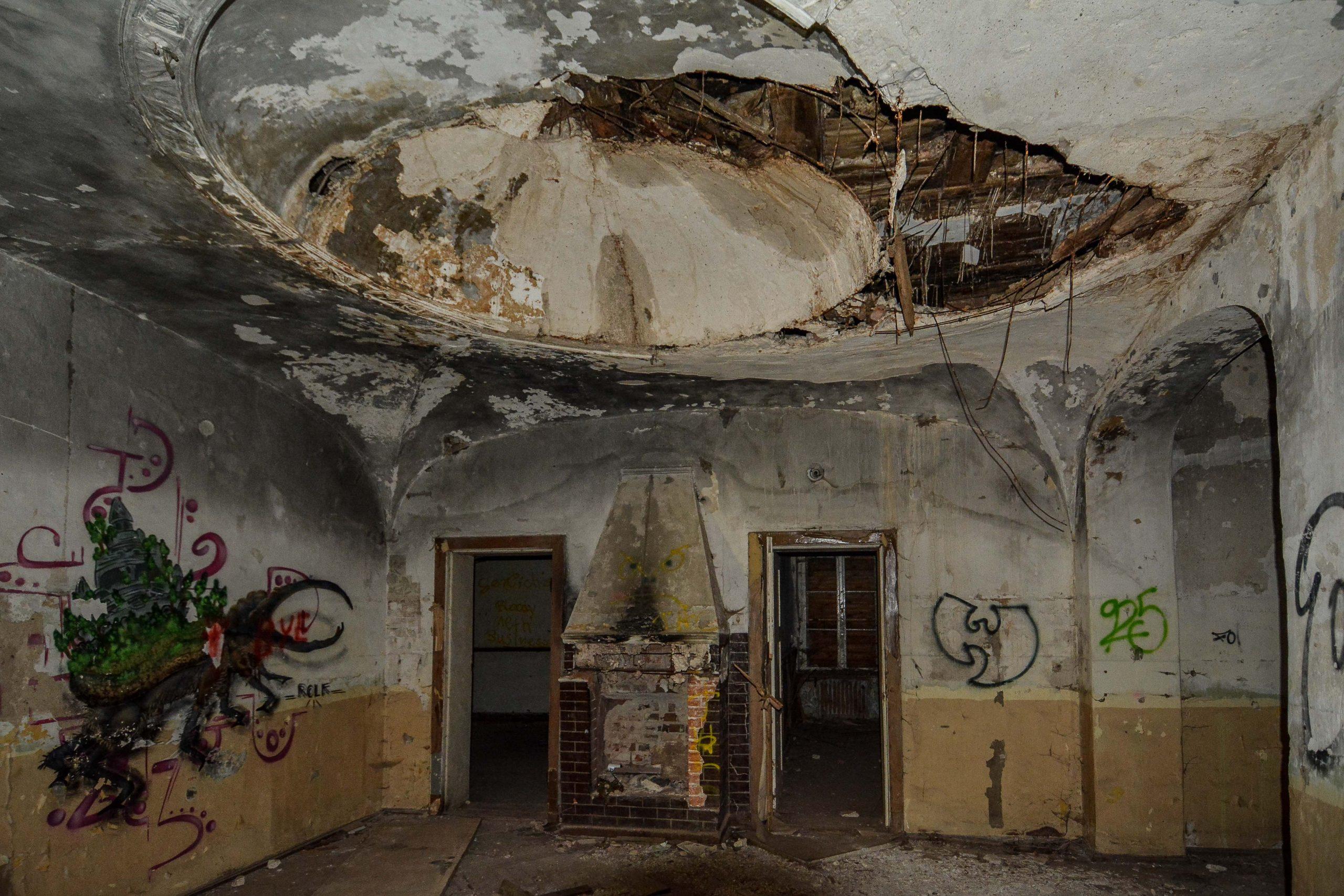 herrenhaus gentzrode eingang zimmer kamin lost places brandenburg neuruppin gut gentzrode ost deutschland urbex abandoned