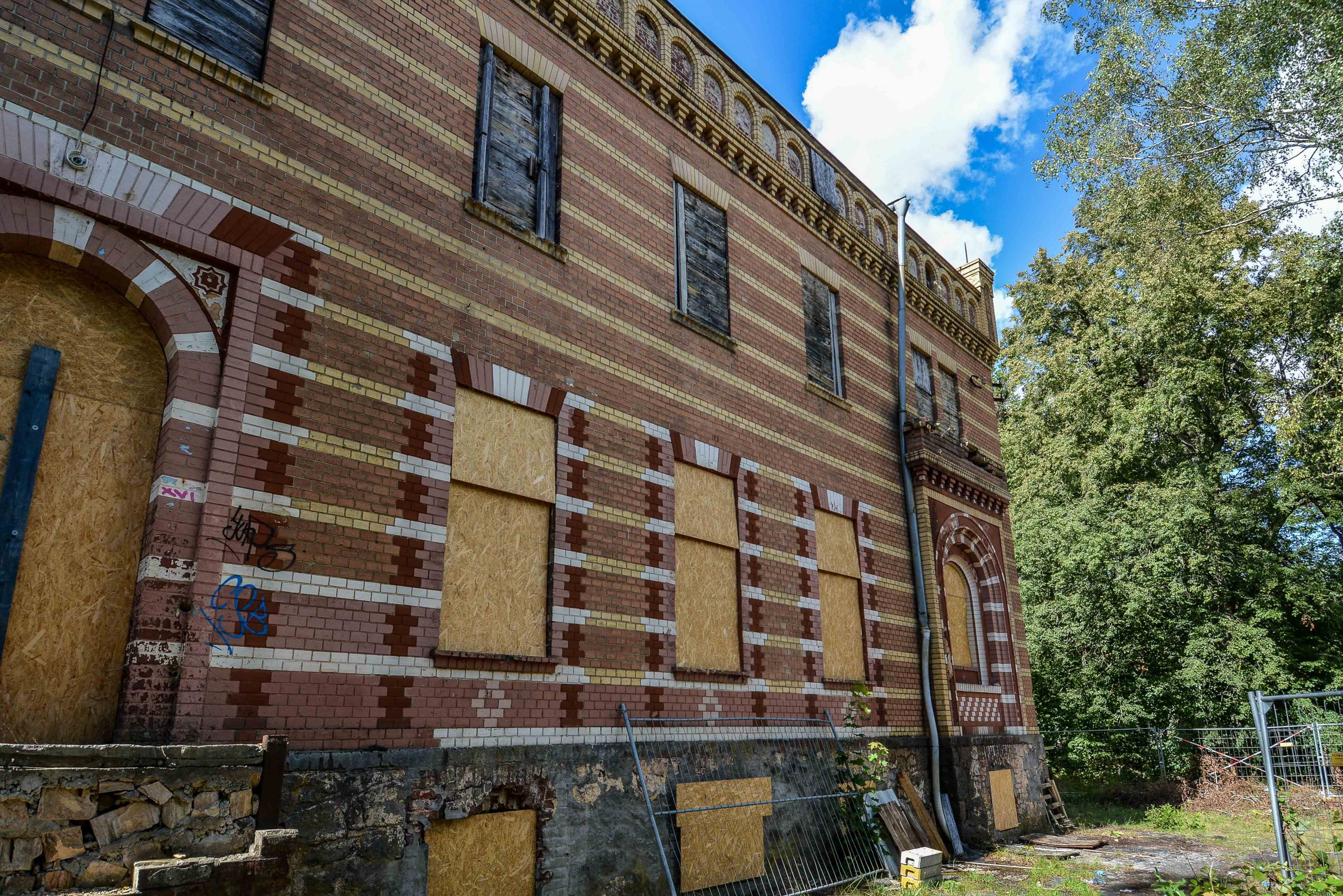 rueckseite architektur historischer orientalismus herrenhaus gentzrode lost places brandenburg neuruppin gut gentzrode ost deutschland urbex abandoned
