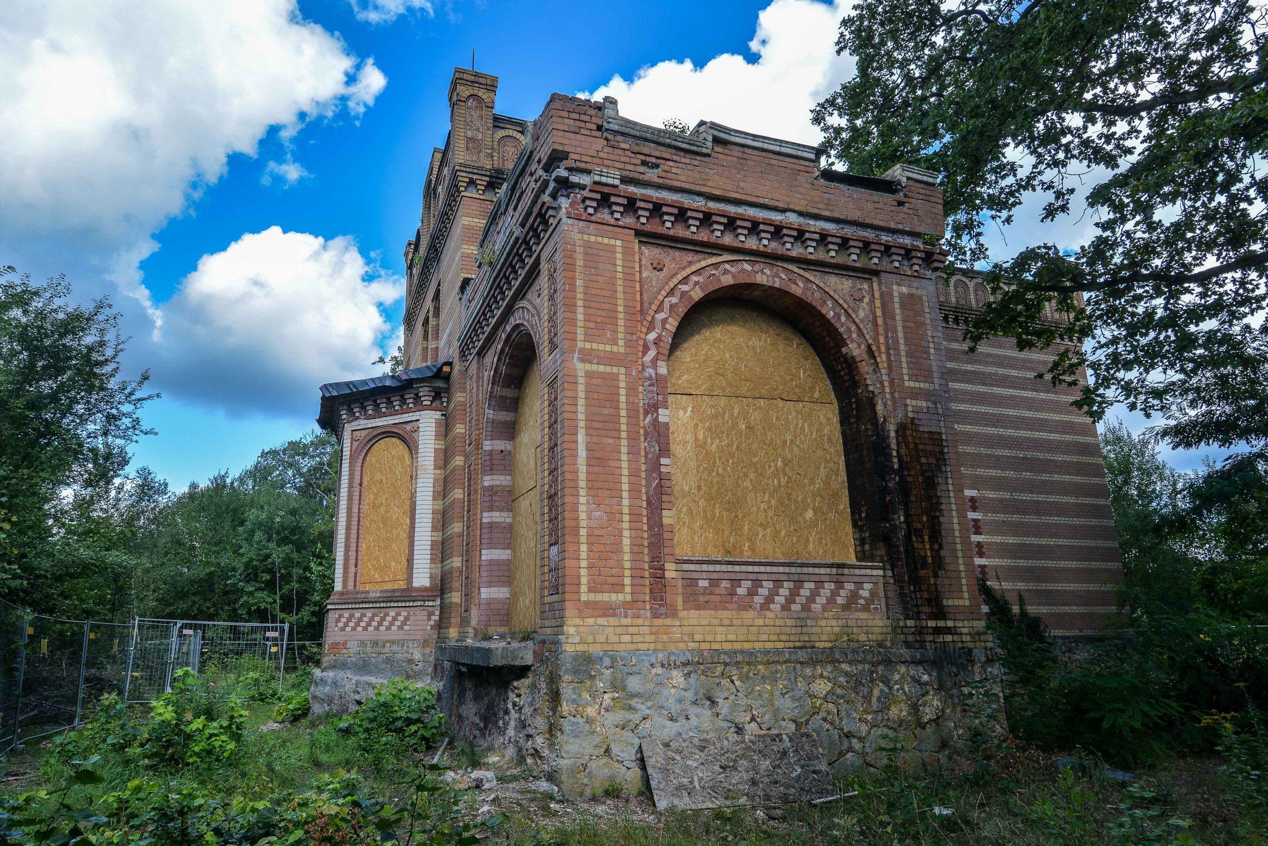 seiten fenster architektur historischer orientalismus herrenhaus gentzrode lost places brandenburg neuruppin gut gentzrode ost deutschland urbex abandoned