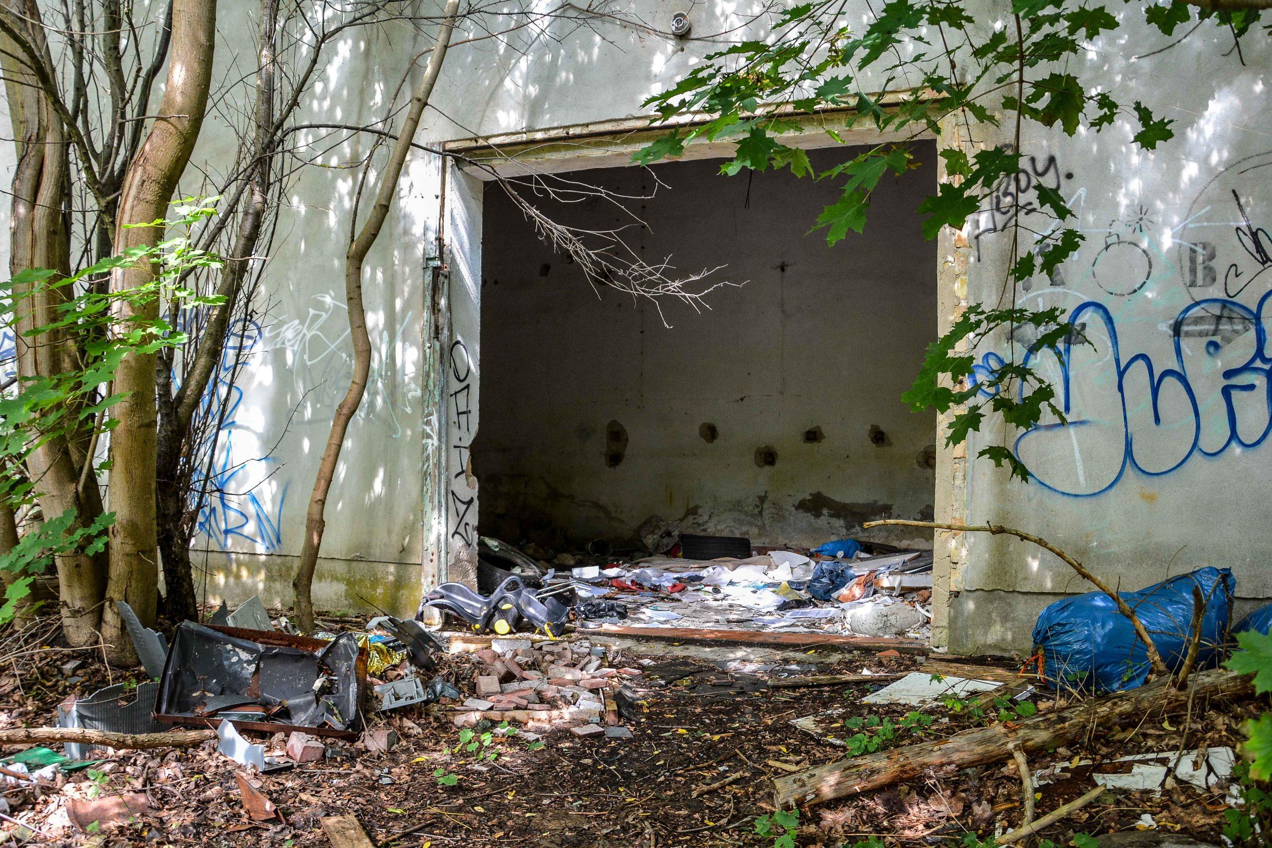 trash muell entrance lost places brandenburg neuruppin gut gentzrode ost deutschland urbex abandoned