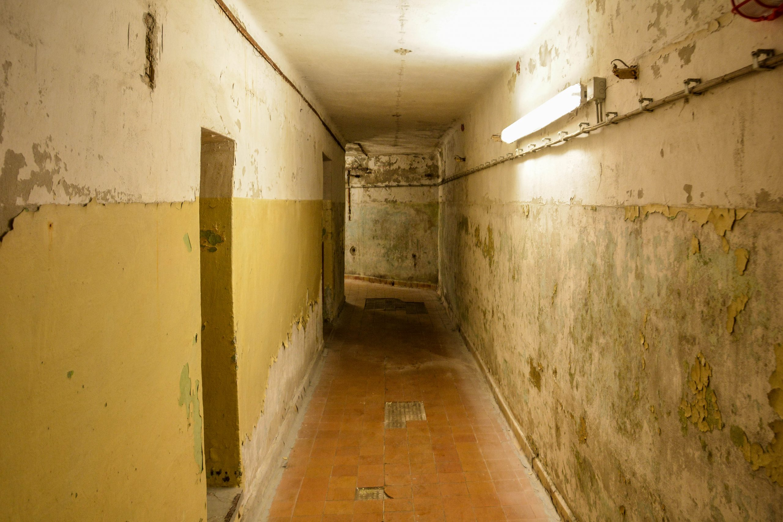 bunker flur hallway bunker zeppelin amt 500 maybach bunker ranet wehrmacht sowjet soviet military zossen brandenburg germany lost palces urbex abandoned