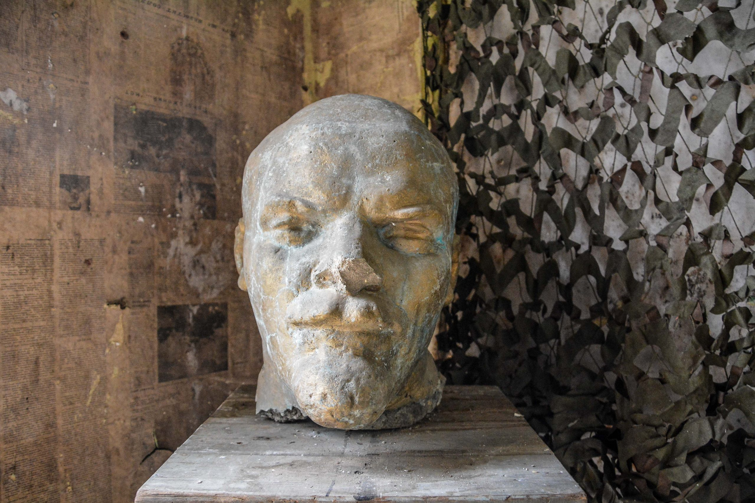 lenin bust bunker zeppelin amt 500 maybach bunker ranet wehrmacht sowjet soviet military zossen brandenburg germany lost palces urbex abandoned