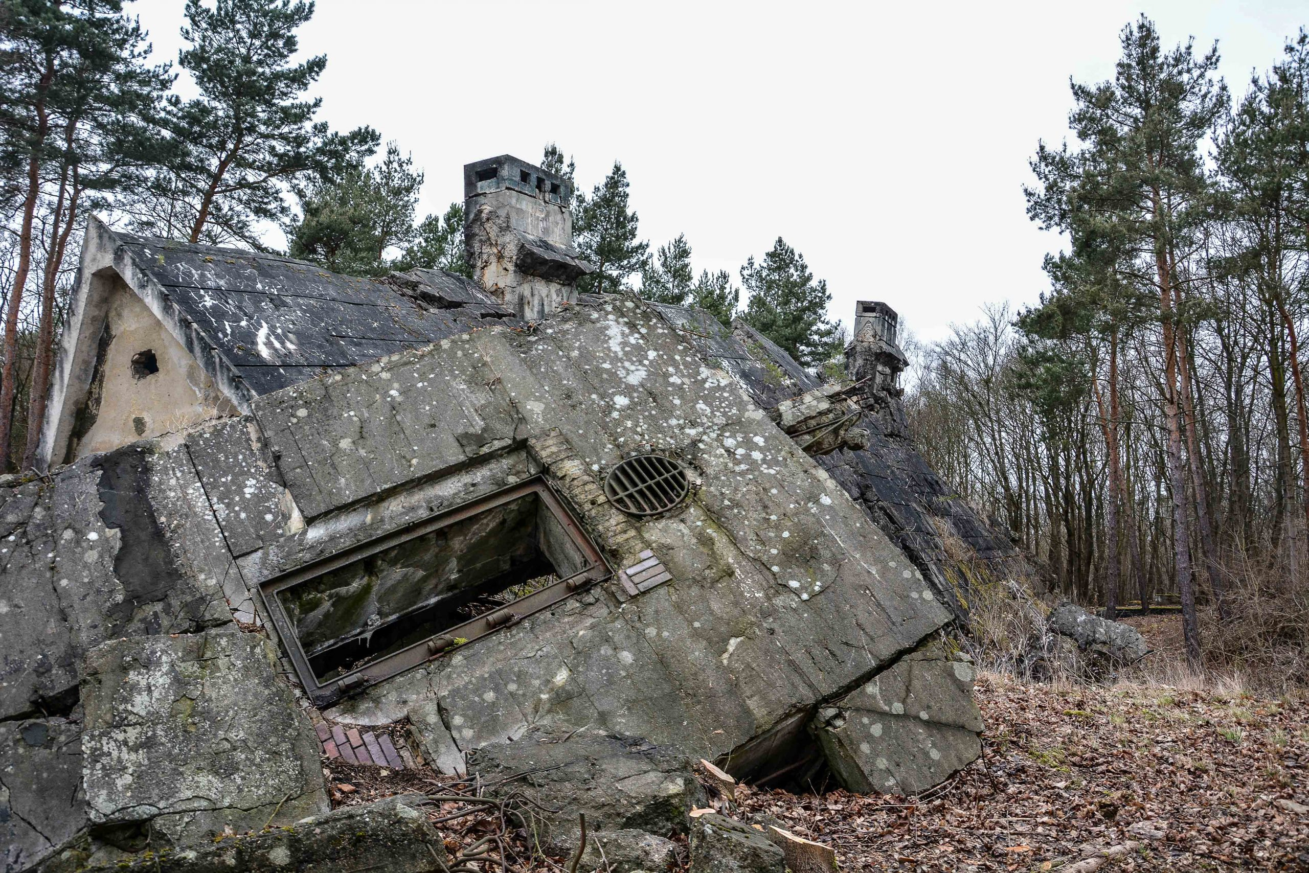 maybach I ruine tuer bunker zeppelin amt 500 maybach bunker ranet wehrmacht sowjet soviet military zossen brandenburg germany lost palces urbex abandoned