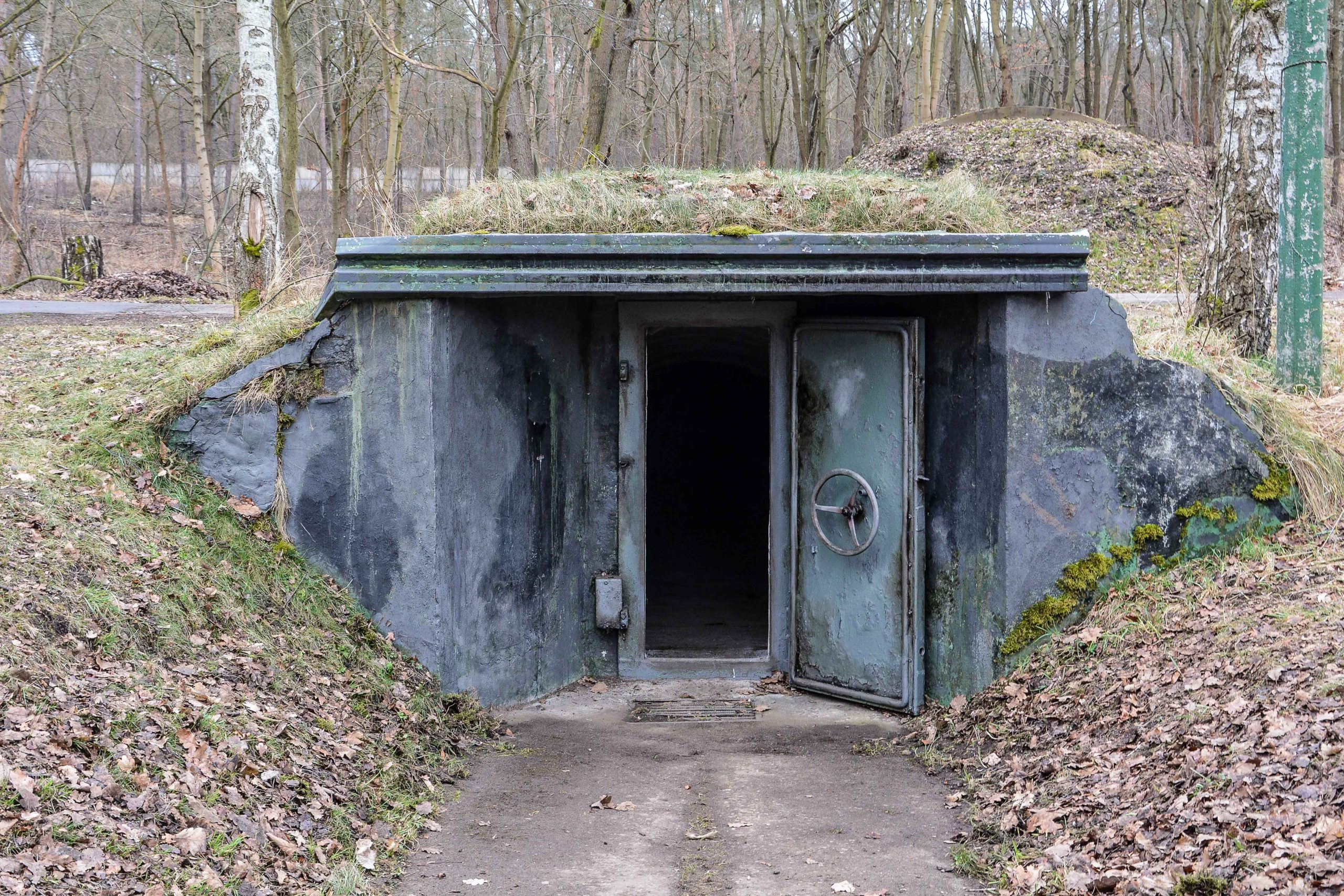 small soviet bunker entrance bunker zeppelin amt 500 maybach bunker ranet wehrmacht sowjet soviet military zossen brandenburg germany lost palces urbex abandoned