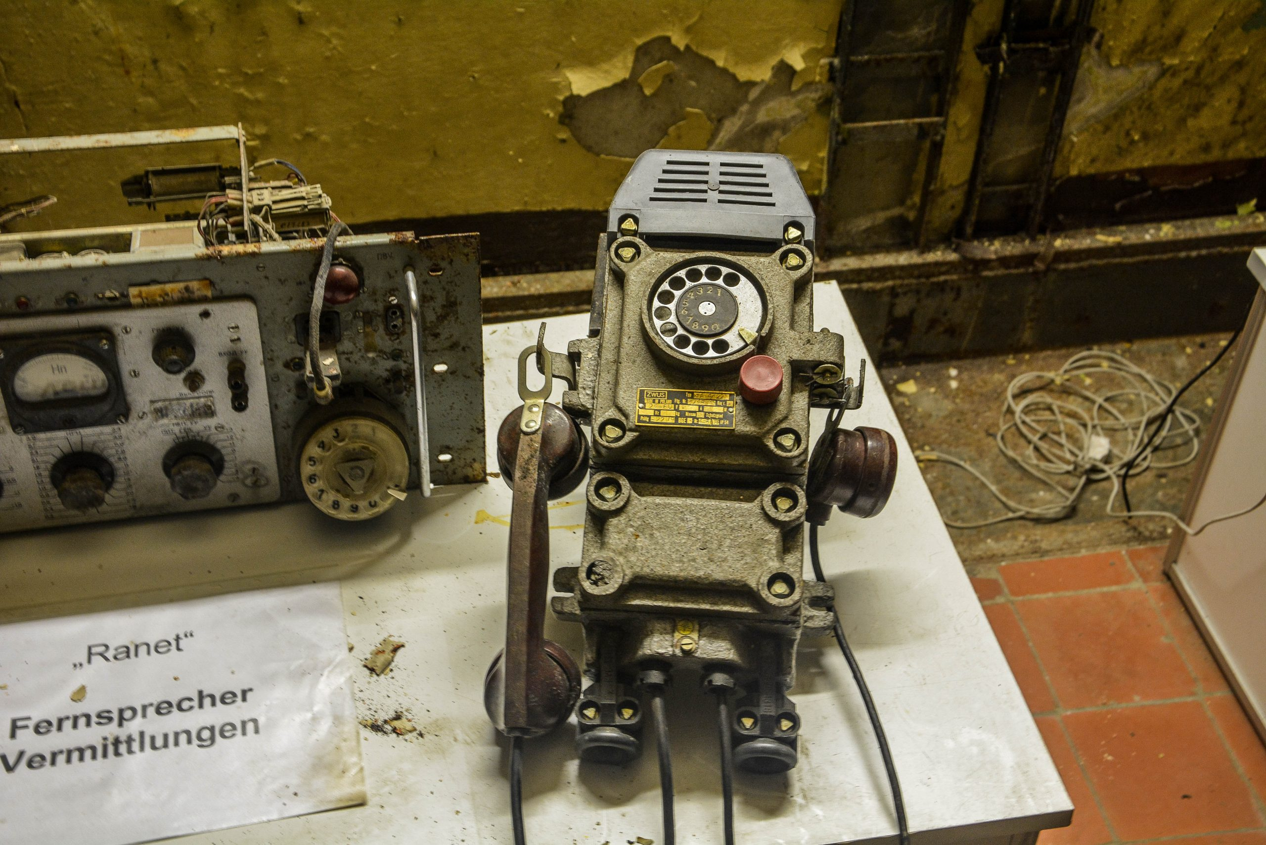 soviet bunker phone bunker zeppelin amt 500 maybach bunker ranet wehrmacht sowjet soviet military zossen brandenburg germany lost palces urbex abandoned