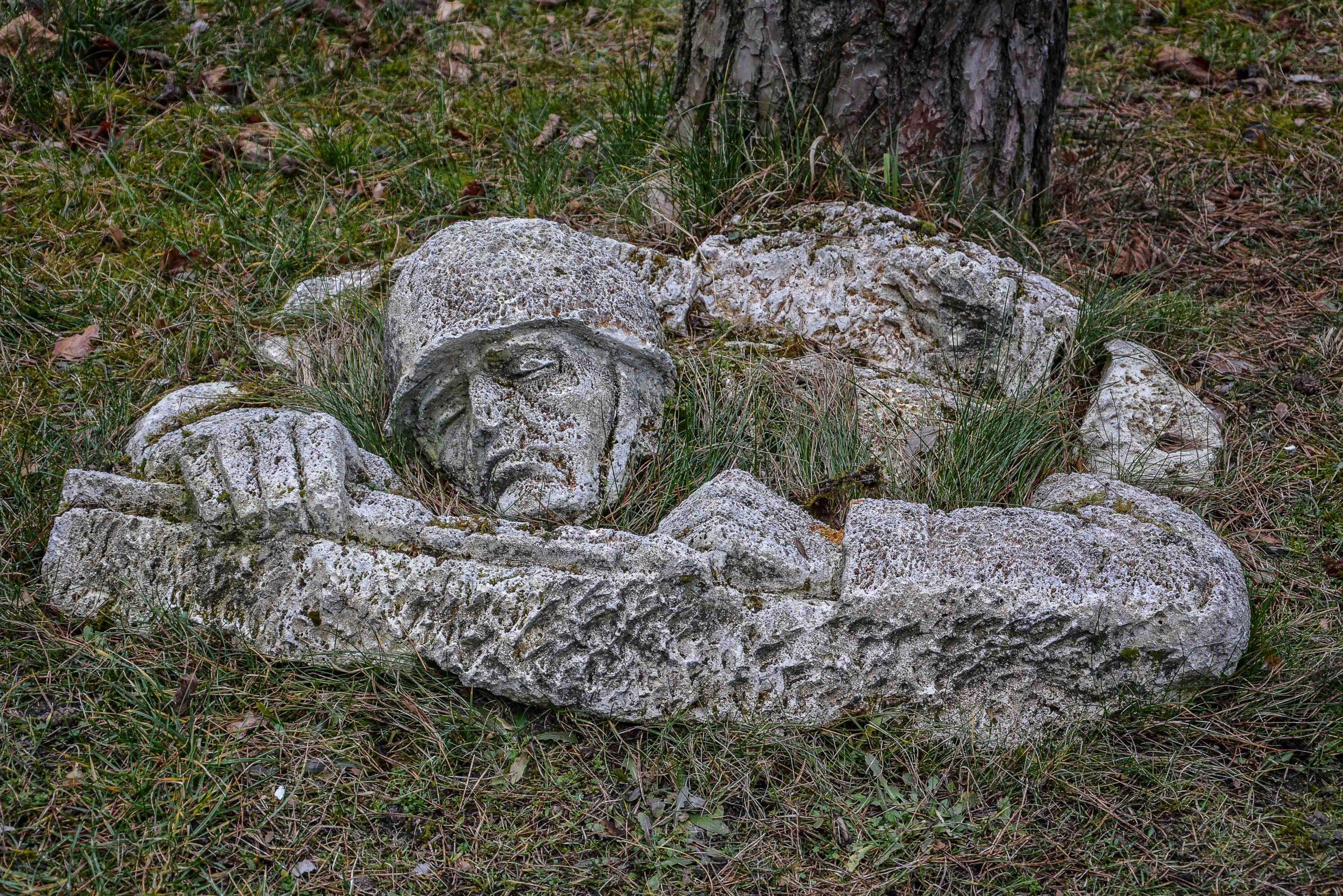soviet war memorial soldier soldat gedenkstein zossen wuensdorf bunker brandenburg