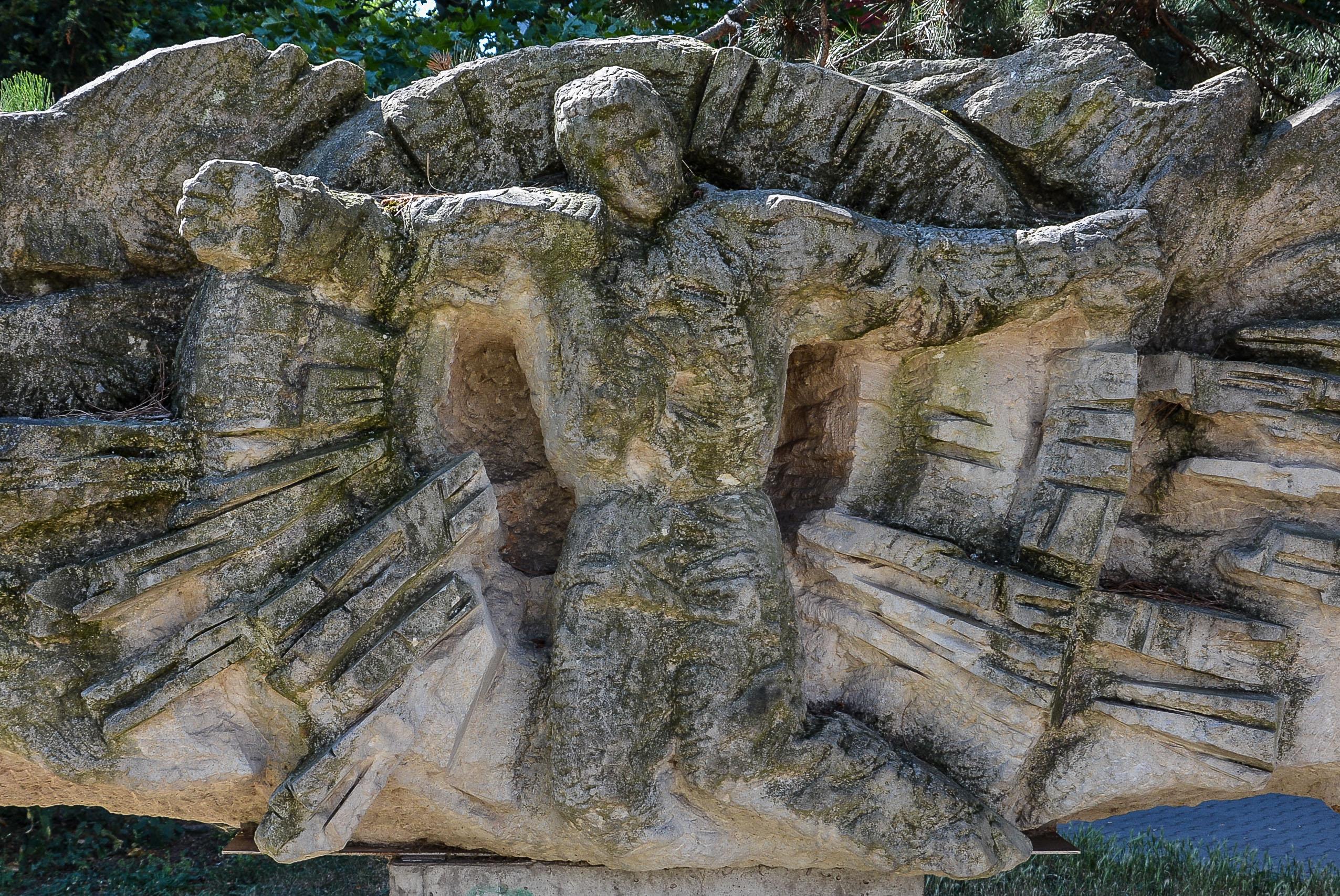 Chernobyl Memorial Berlin Lichtenberg fennpfuhlpark tschernobyl denkmal berlin deutschland juri sinkewitsch man knie