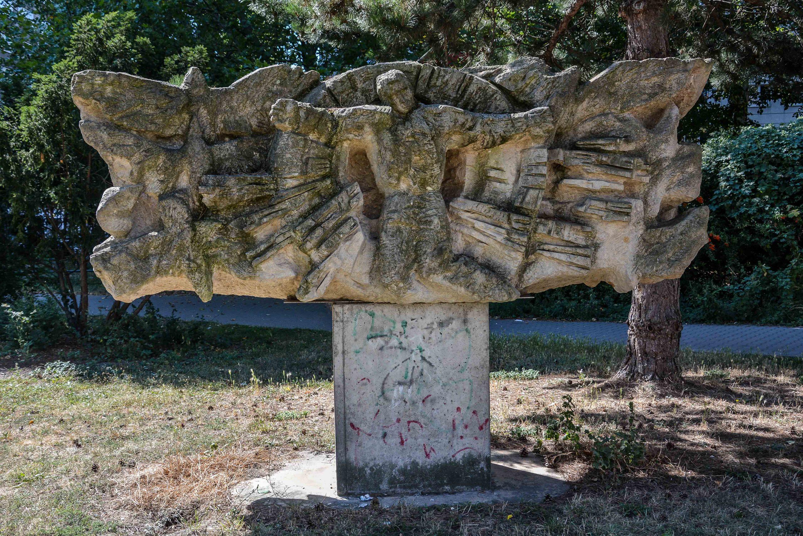Chernobyl Memorial Berlin Lichtenberg fennpfuhlpark tschernobyl denkmal berlin deutschland juri sinkewitsch reverse side rueckseite man