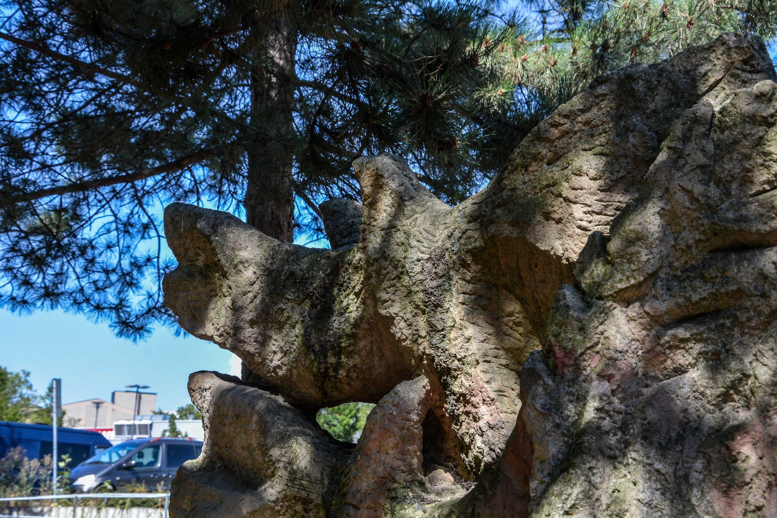 Chernobyl Memorial Berlin Lichtenberg fennpfuhlpark tschernobyl denkmal berlin deutschland juri sinkewitsch vogel bird
