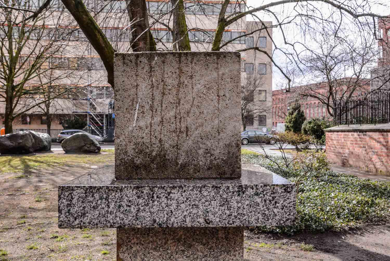 Chernobyl Memorial Berlin Mitte tschernobyl denkmal berlin mitte ruinde der franziskaner klosterkirche seitenansicht ohne gravur