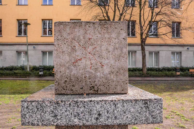 Chernobyl Memorial Berlin Mitte tschernobyl denkmal berlin mitte ruinde der franziskaner klosterkirche seitenansicht