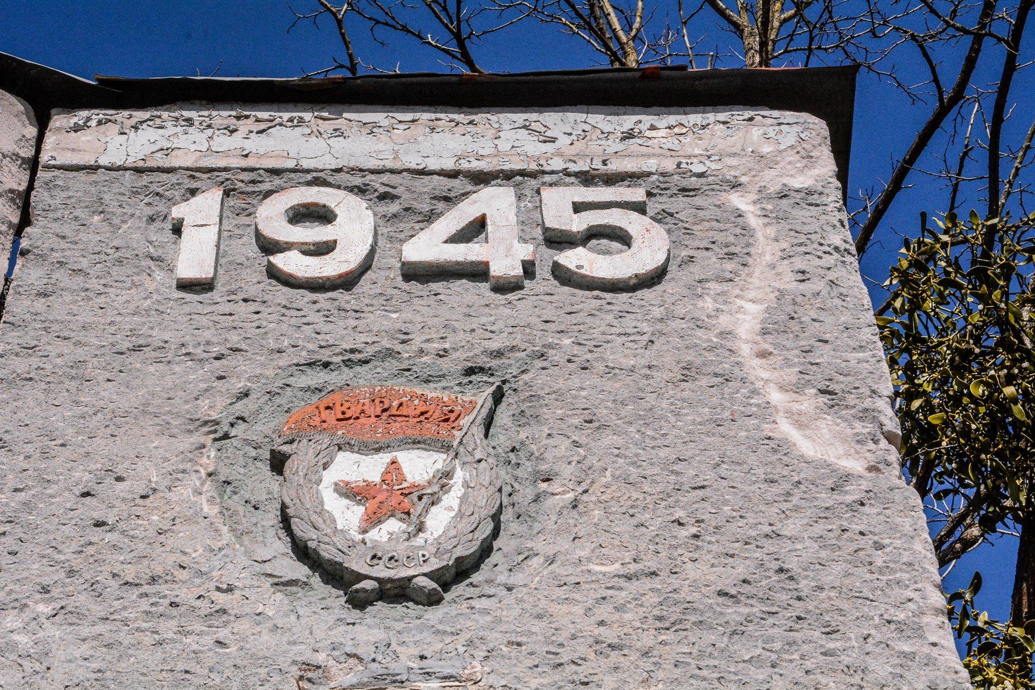 Badge of the Soviet Guards Sowjetische Garde abzeichen soviet war memorial sowjetisches ehrenmal fürstenberg drögen brandenburg deutschland lost places urbex abandoned