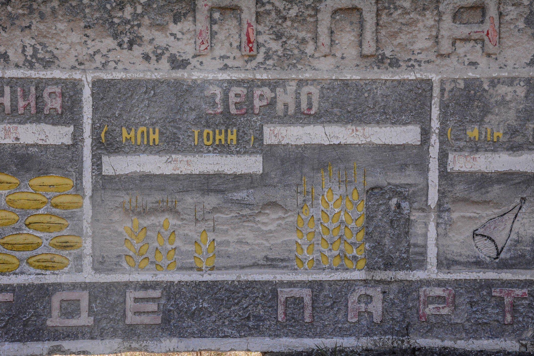 corn production soviet union soviet war memorial sowjetisches ehrenmal fürstenberg drögen brandenburg deutschland lost places urbex abandoned