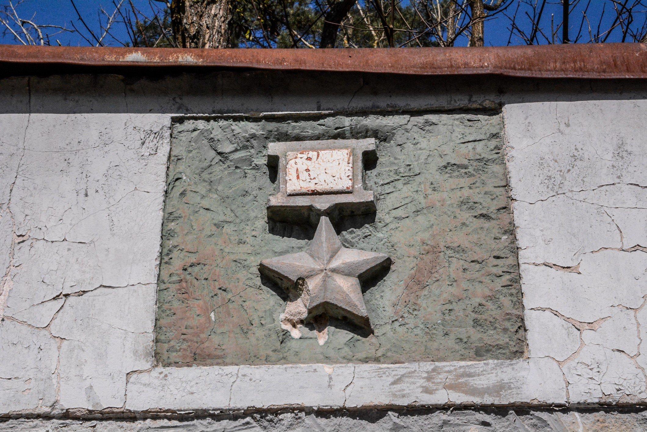 hero of the soviet union medal soviet war memorial sowjetisches ehrenmal fürstenberg drögen brandenburg deutschland lost places urbex abandoned held der sowjetunion medallie