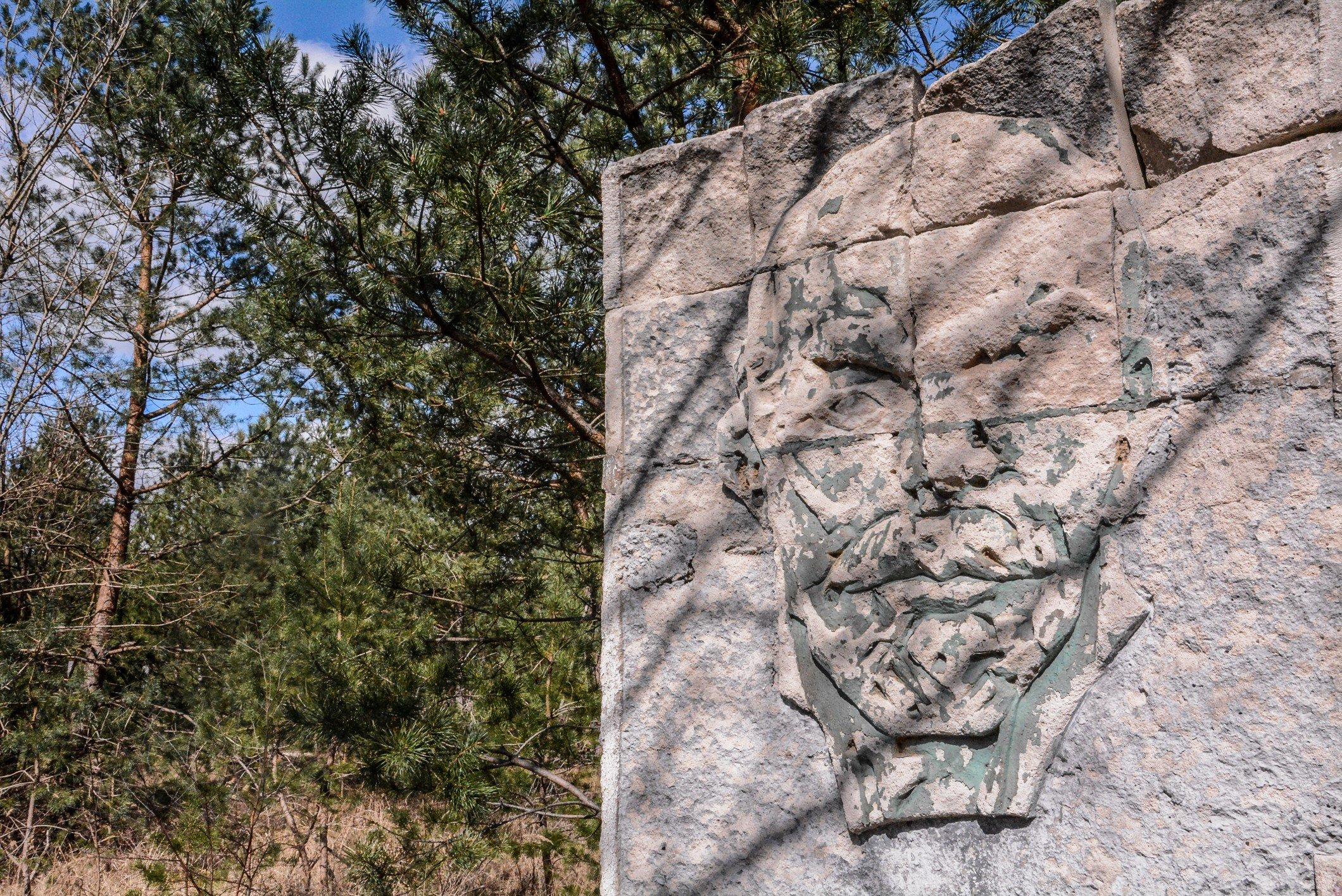 lenin face mural soviet war memorial sowjetisches ehrenmal fürstenberg drögen brandenburg deutschland lost places urbex abandoned