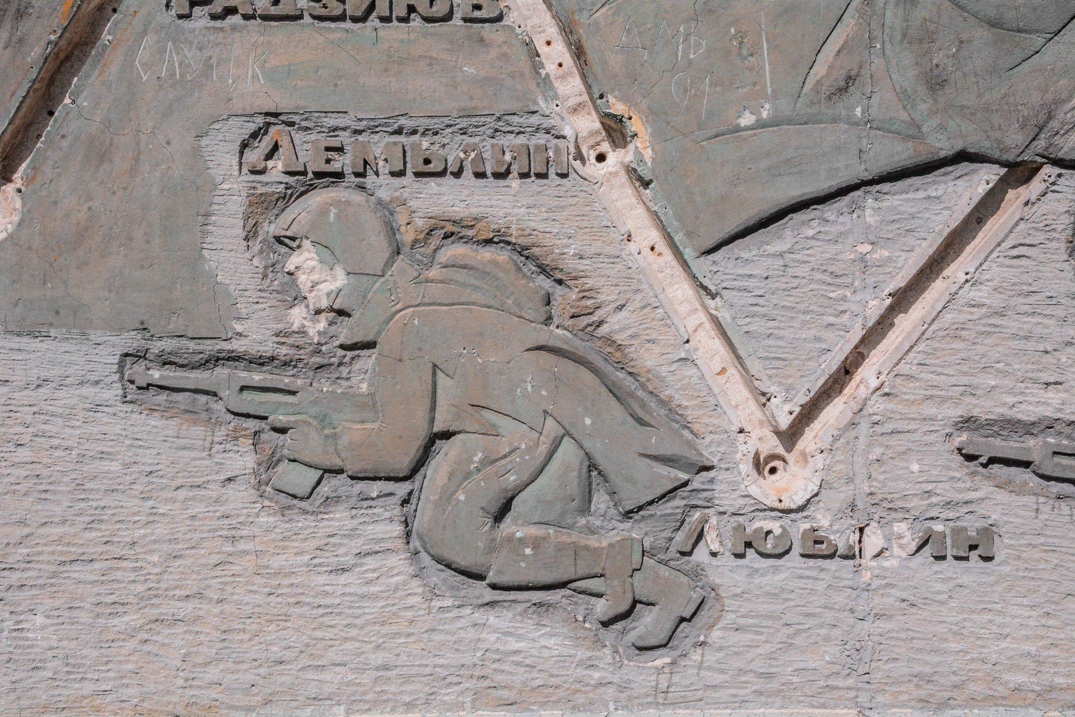 soviet soldier ppsh-41 soviet war memorial sowjetisches ehrenmal fürstenberg drögen brandenburg deutschland lost places urbex abandoned