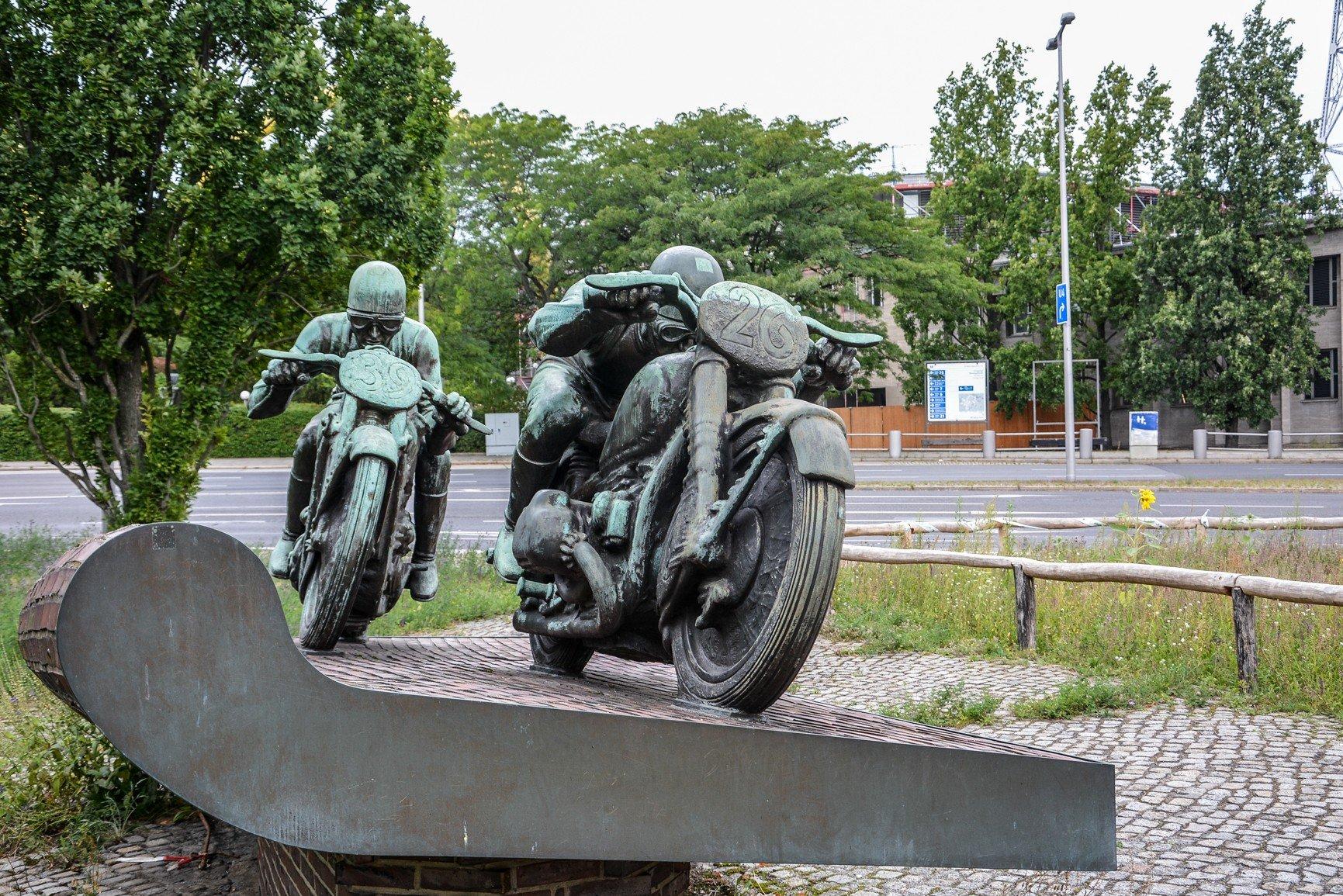 motorradfahrer denkmal avus berlin max esser